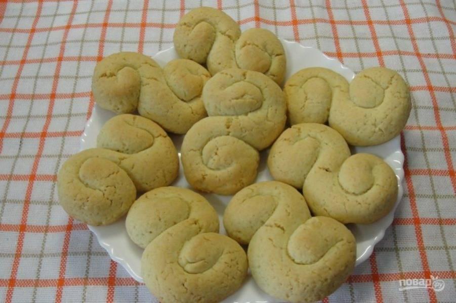 Выпекайте печенье при 180 градусах в течение 15 минут в духовке на противне. Приятного чаепития!