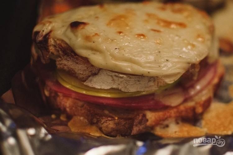 6. Подавайте яблочные бутерброды горячими.