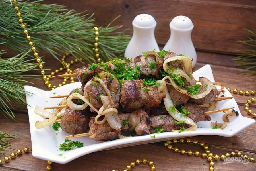 Вкусный шашлык будет готов у вас дома. Гриль придает ему аромат костра.