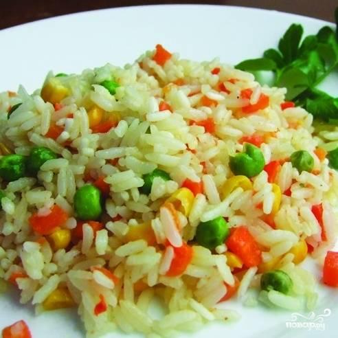 """Хорошо перемешать все ингредиенты, добавить соль и перец. Залить необходимым количеством воды. Выбрать режим """"Гречка"""", время готовки 40 минут. Готовое блюдо посыпать зеленью. Приятного аппетита!"""