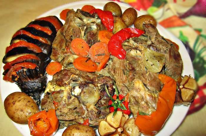 4. Аккуратно перекладываем блюдо на тарелку, и можно подавать!