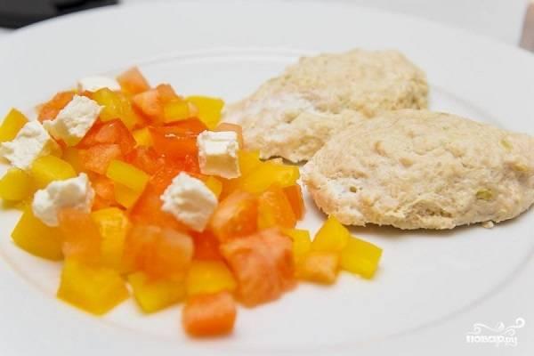 5. Сразу после приготовления подавайте к столу с овощами, соусом или легким гарниром. Приятного аппетита!
