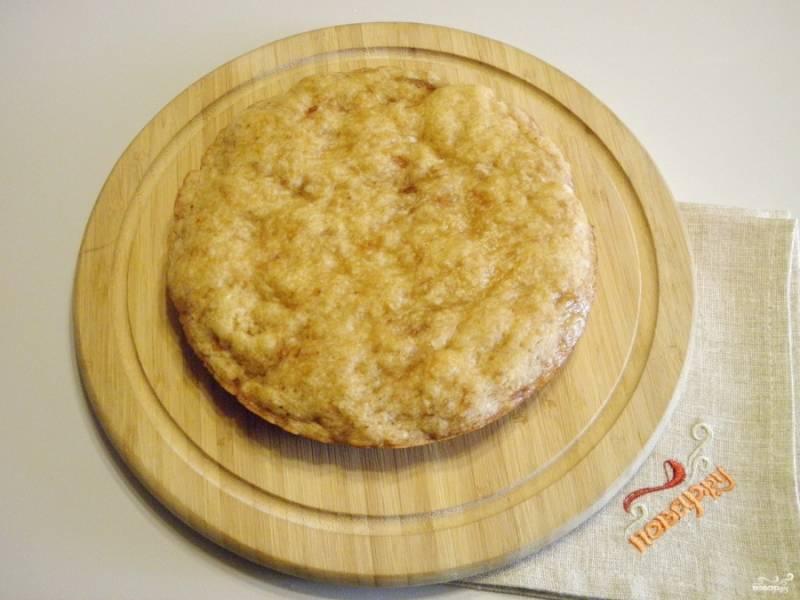 Осторожно извлеките пирог их формы и остудите.  При подаче посыпьте сахарной пудрой или полейте вареньем. Приятного!