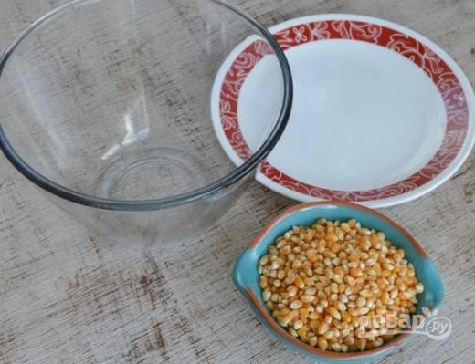 1. Итак, нам потребуются сами зерна, одна глубокая тарелочка и одна плоская, которая будет использоваться как крышка.