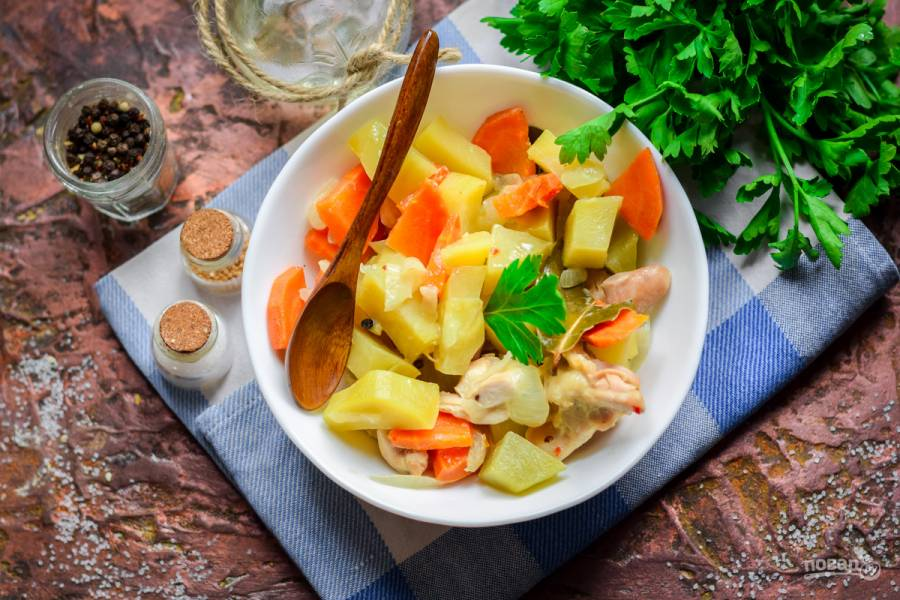 Тушеная картошка с куриным филе