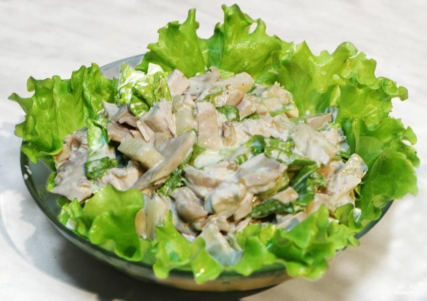 Салат пикантный с курицей и грибами