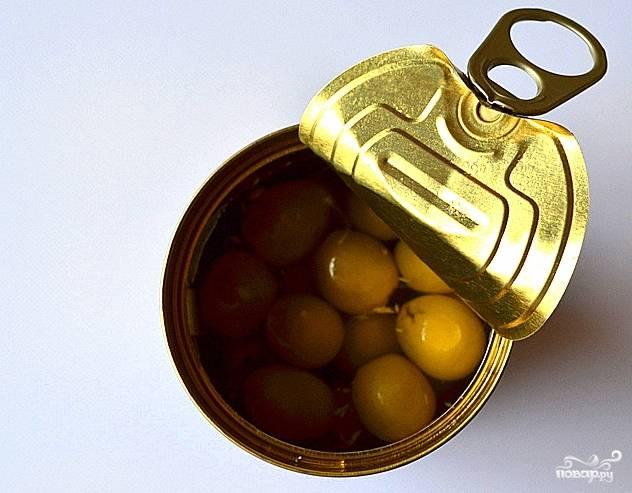 Открыть оливки.