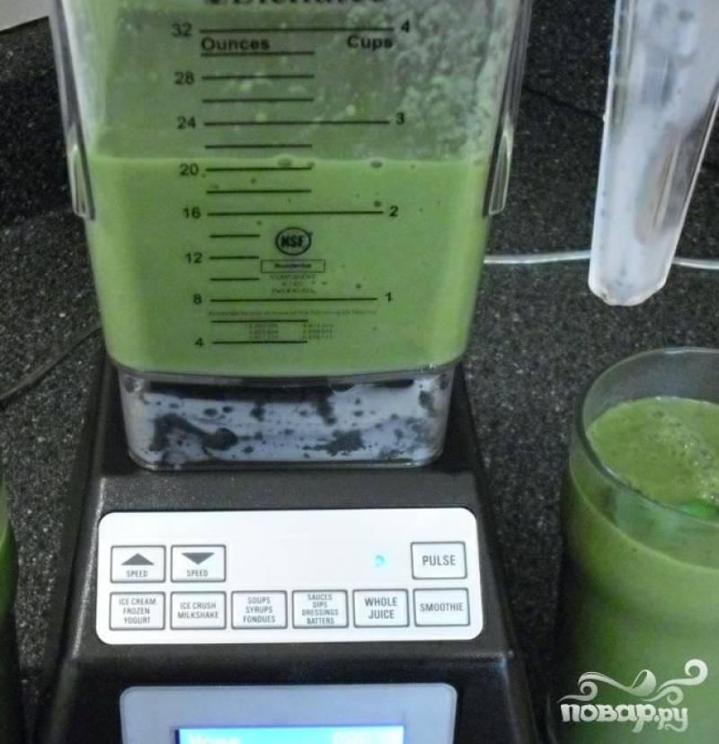 4.Сложить все ингредиенты будущего витаминного напитка в блендер и тщательно смешать до кремоподобной консистенции.