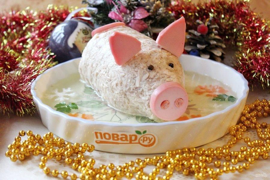 """Холодец """"Новогодний поросенок"""" готов. Подавайте с хреном, горчицей, кетчупом. С Новым годом!!!"""