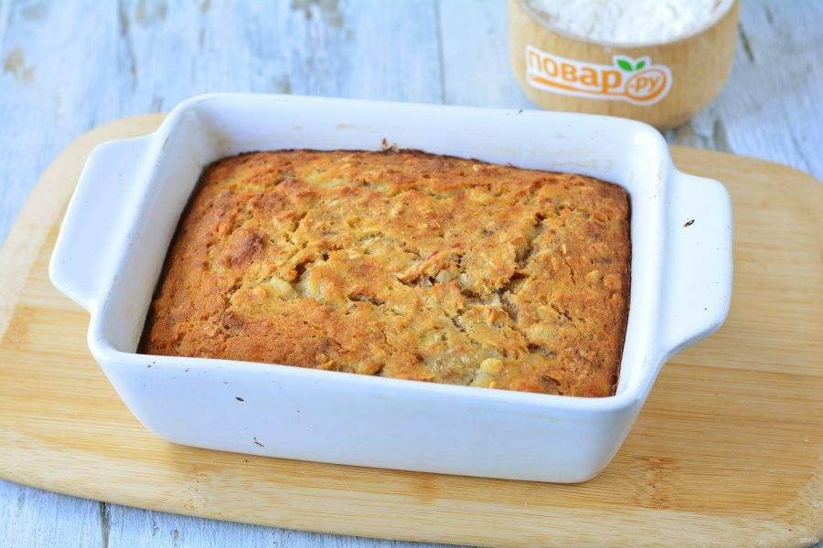 Через 30-35 минут пирог готов. Остудите его.