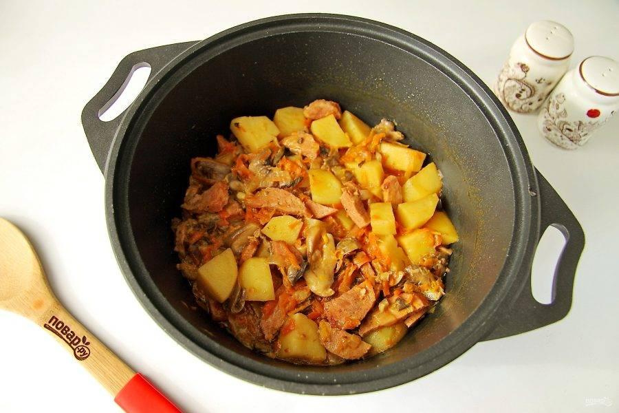 Рагу с краковской колбасой готово.