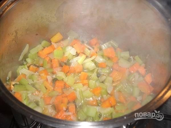 Не забываем перемешивать наши овощи.