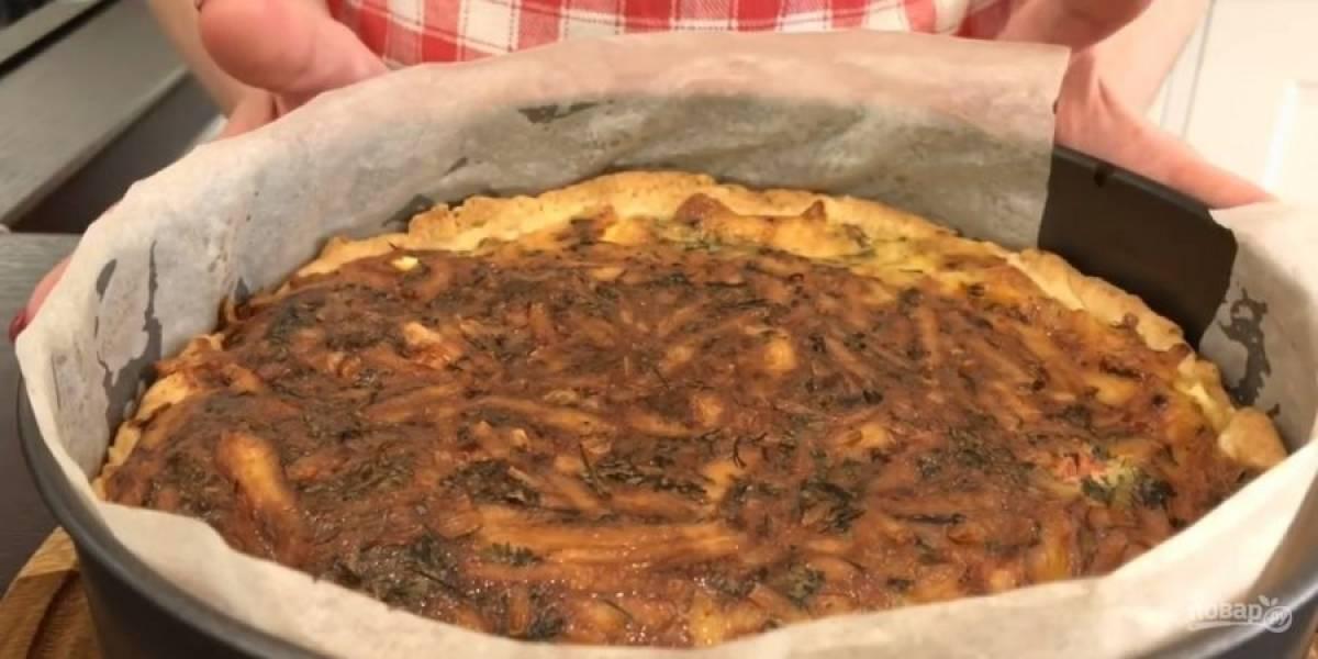 8.  Отправьте пирог в разогретую до 170 градусов духовку на 40-60 минут. Приятного аппетита!