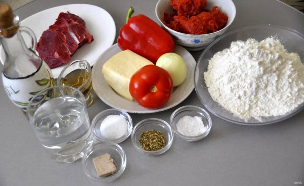 Подготовьте ингредиенты для приготовления пиццы.