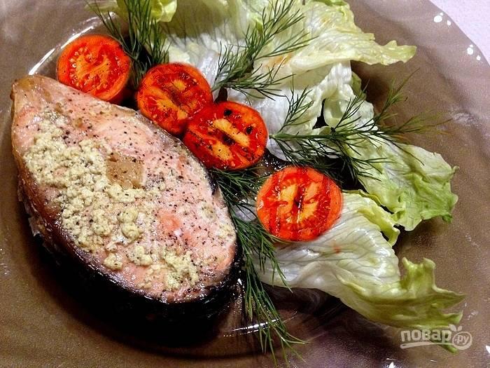 Лосось в сливках с помидорами гриль