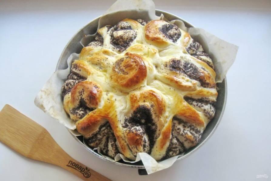 Выпекайте пирог при температуре 175-180 градусов 35-40 минут.