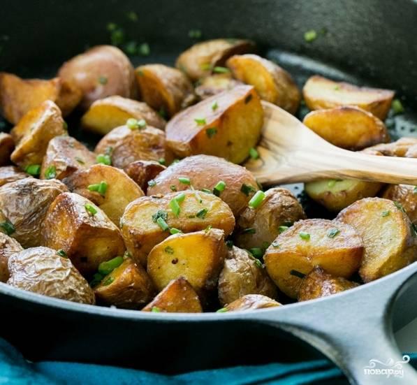 Молодой картофель обжаренный