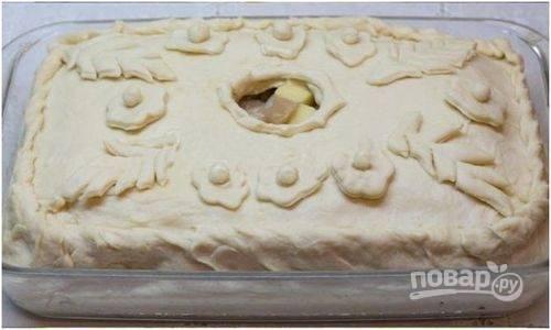 4. Запекаем курник при 200 градусах до появления румяной корочки примерно час.