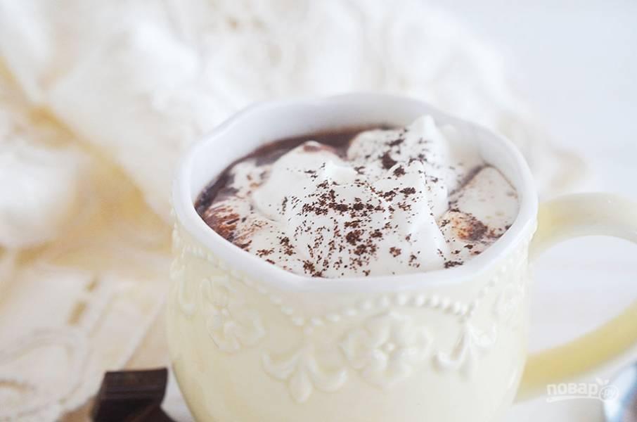 6. Посыпьте солью и тертым шоколадом.