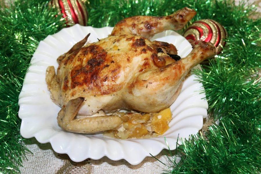 Ароматная курица на сочной овощной подушке готова!