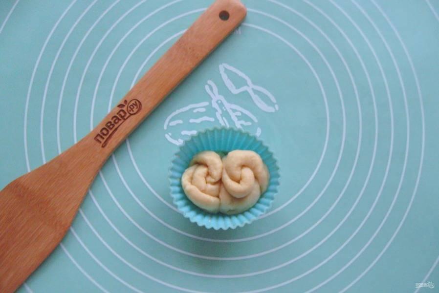 Выложите эти розочки в форму для кексов.