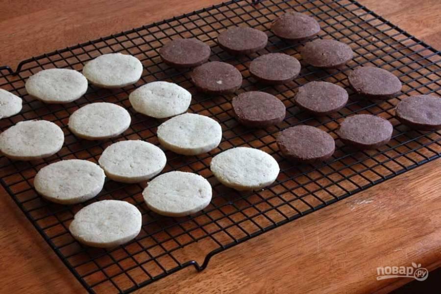 10.Остудите печенье на специальной решетке перед подачей.