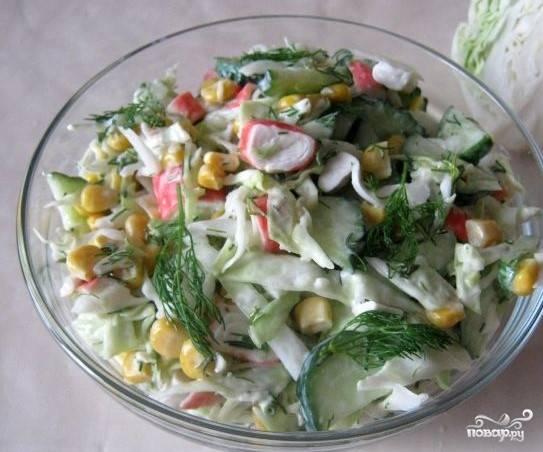 Салат из свежей капусты и крабовых палочек