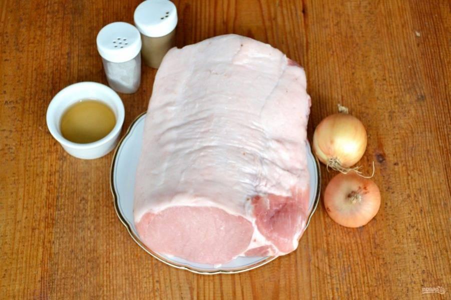 Мясо вымойте и обсушите, подготовьте все ингредиенты для маринада.