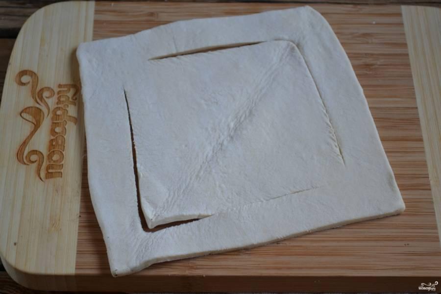 Разверните тесто обратно в квадрат.