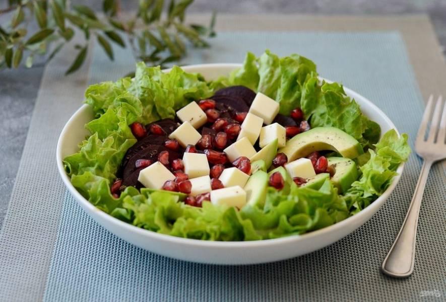 Салат со свеклой, авокадо и гранатом готов, приятного вам аппетита!
