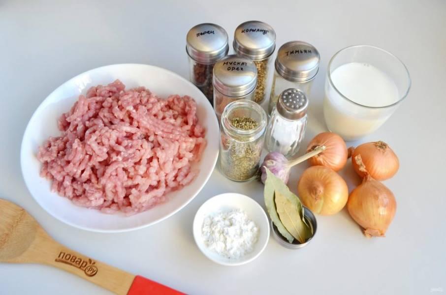 1. Подготовьте продукты. Мясо вымойте и перекрутите через мясорубку два раза.