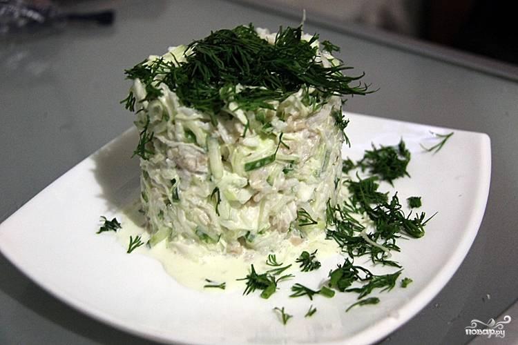 Салат с кальмарами и капустой