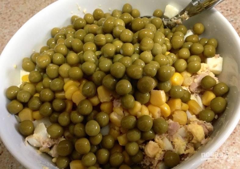 Добавляем зеленый горошек (без жидкости).
