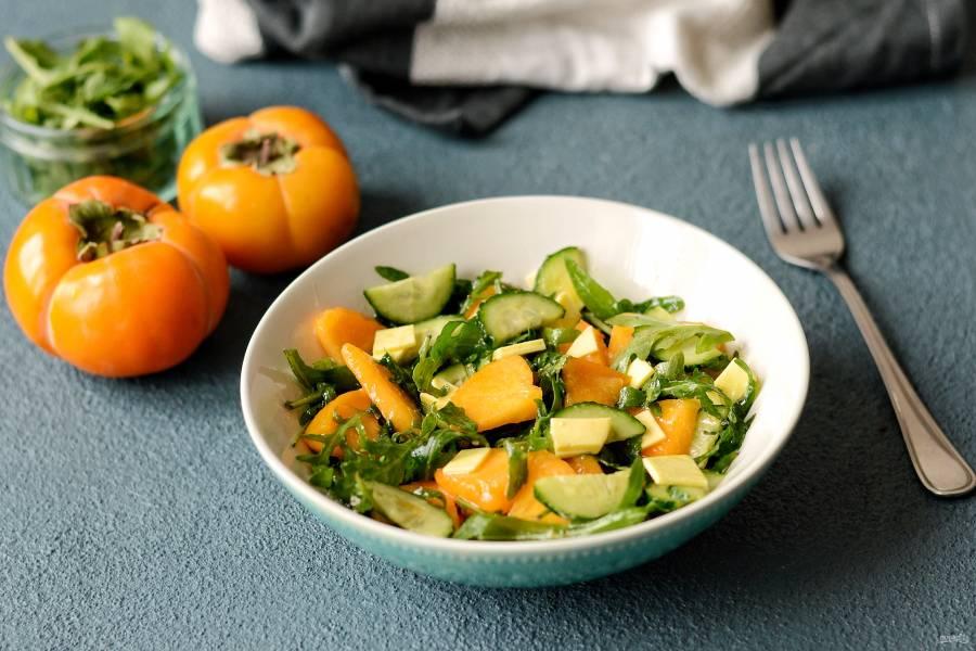 Салат с рукколой и хурмой