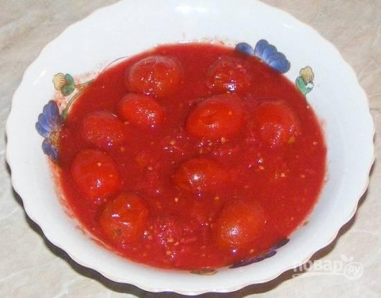 А зимой наслаждаемся вкусными помидорками и соком.