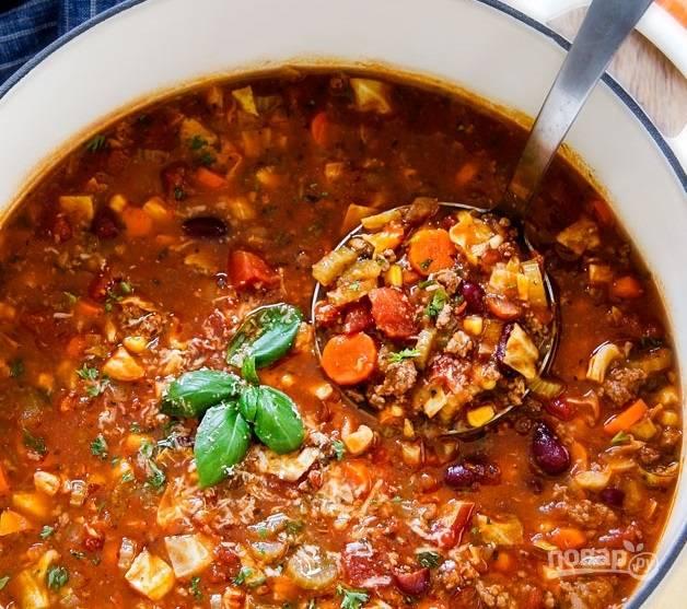 4.Суп подавайте сразу после приготовления, он густой и очень сытный.
