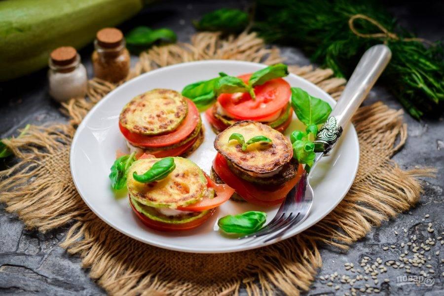Закуска из помидоров и кабачков готова. Приятного аппетита!