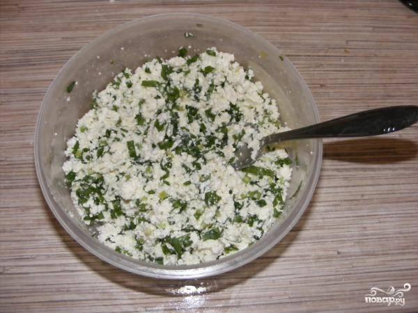 5. Все, начинка в вареники с соленым творогом в домашних условиях готова.