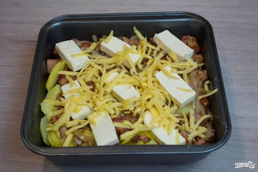 Натрите твердый сыр на терке и посыпьте им блюдо. Разогрейте духовку до 200 градусов. Переместите форму с татрифлетом в духовку и запекайте блюдо в духовке около 7-9 минут.