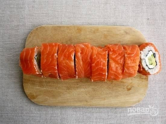 И разрежем на небольшие суши-роллы.