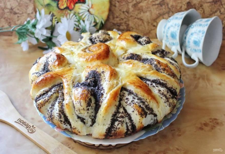 Достаньте пирог из формы и охладите.