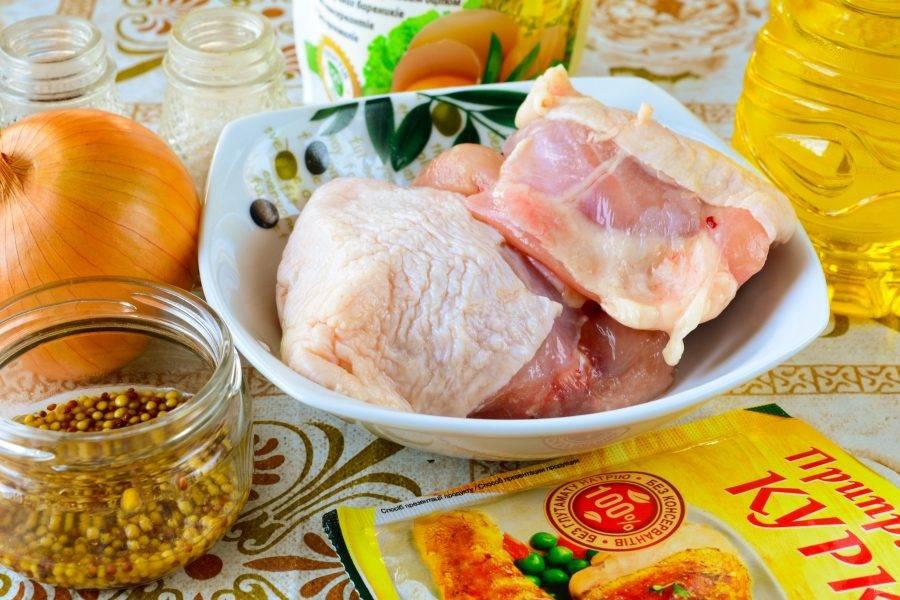Подготовьте ингредиенты для приготовления куриных бедрышек в духовке с хрустящей корочкой.