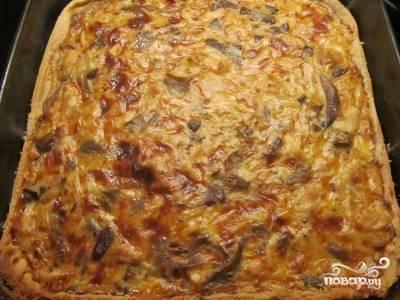 13.Достаем готовый пирог из духовки и даем ему немного постоять. Спустя несколько минут можно разрезать пирог и подавать к столу. Приятного аппетита!