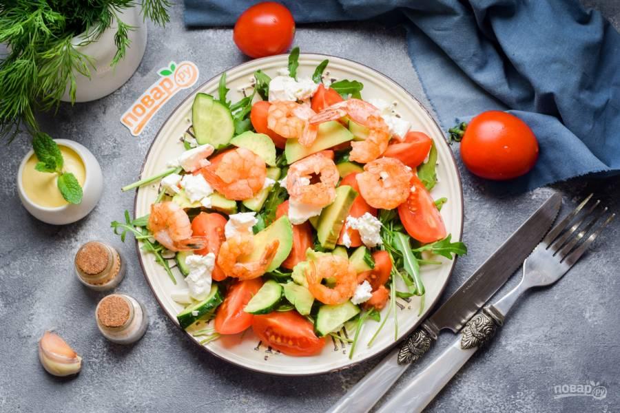 Салат с авокадо и креветками