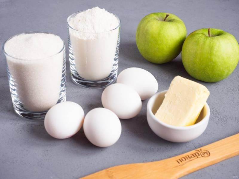 Подготовьте все необходимые ингредиенты. Яблоки помойте и обсушите.