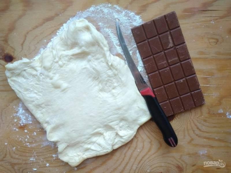 1. Разморозьте тесто и купите плитку шоколада.