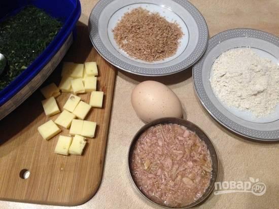 Из этих продуктов мы и приготовим наше блюдо. Так как мы готовим диетическое блюдо, сыр берем нежирный. Нарежем сыр на маленькие кубики.