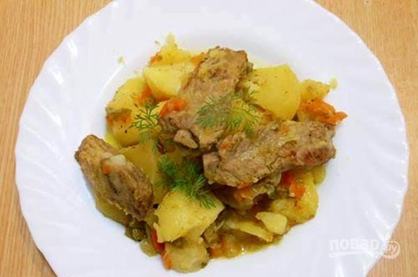 Подавайте горячее блюдо с укропом. Приятного аппетита!