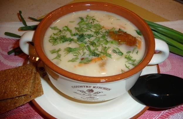 Подаем готовый суп, украсив свежей зеленью. Приятного аппетита!