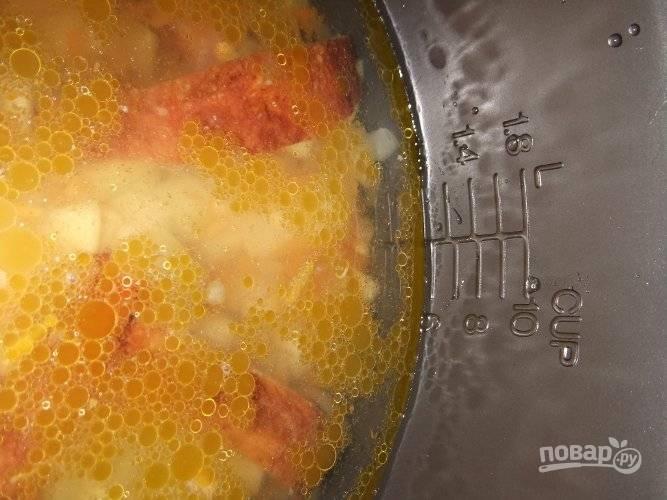 Я налила жидкости до отметки 6. Если хотите более густой суп, уменьшите количество воды и наоборот.